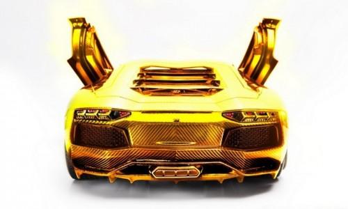 Золотой Lamborghini Aventador
