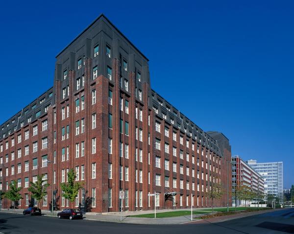 Николас Берггрюн купил 100 домов в Берлине