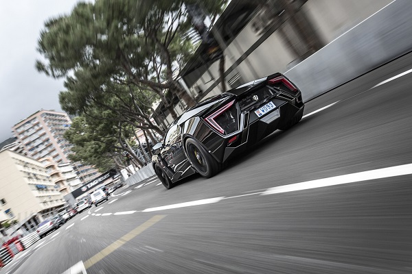 Суперкар W Motors LykanHypersport